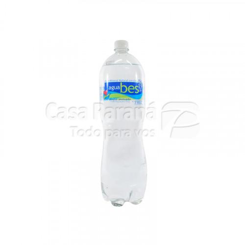 Agua mineral con gas de 2 litros